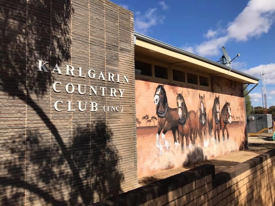 Karlgarin Country Club and Mural